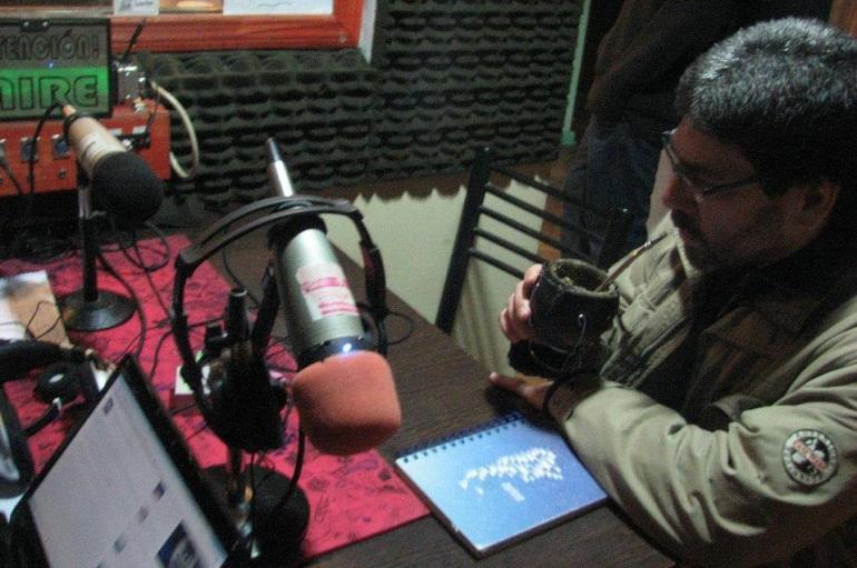 El escritor nos visitó en los estudios de La Colectiva Radio