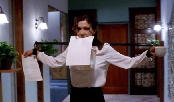 Maggie Gyllenhaal, en una escena de Secretary, de Steven Shainberg (2002)