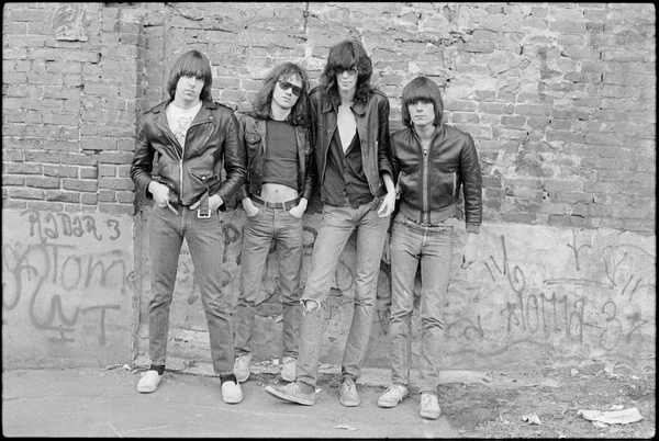 The-Ramones-tapa-del-primer-disco_nyc-1976-copy